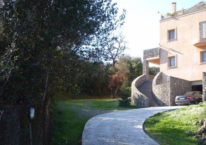 villa for sale lolis
