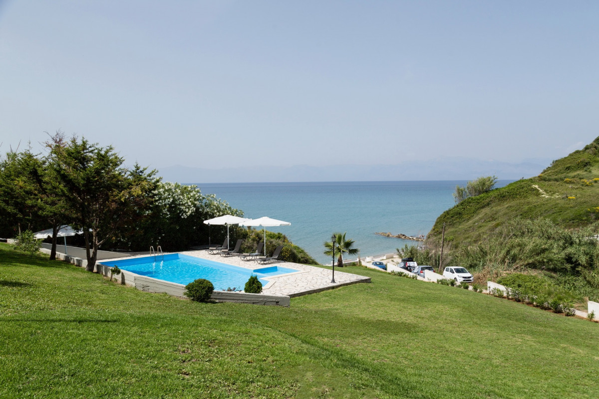 Villa Yalos Karoussades
